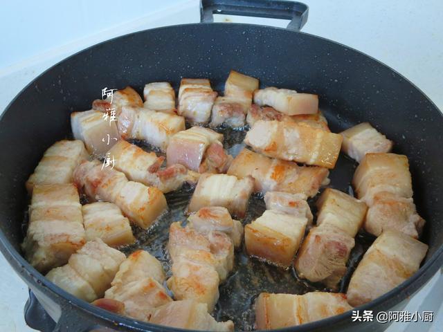 做红烧肉别傻傻的熬糖色了,这样做色香味俱全,不油不腻真解馋