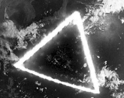 整个地球被这些海域的连线,世界各地的死亡三角你知道几个