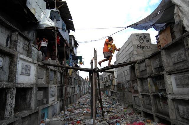 亚洲倒退最快的2个国家,曾经非常发达,现在却一个比一个穷