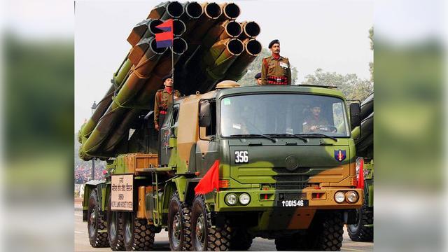 印度推出跨界新远火,5年内要装备200门,在拉达克山区展开对轰战