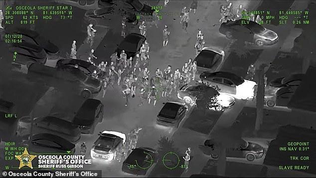 愤怒!美国黑帮故意频繁举行百人大聚会,竟希望借此传播新冠病毒