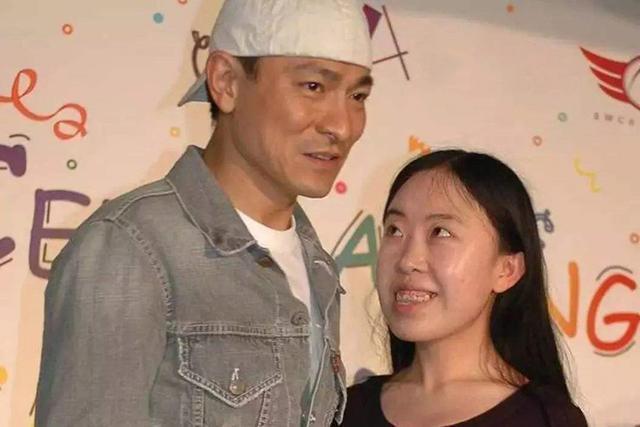悲惨的杨丽娟:疯狂追星刘德华致父亲自杀,今与残疾母亲住廉租房
