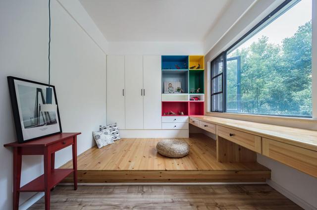 装了这款地台床,12平的房间也能享受120平的空旷感,感觉美滋滋