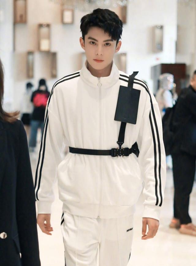 今日穿搭模板--潮酷男孩王鹤棣,男友穿搭快来get