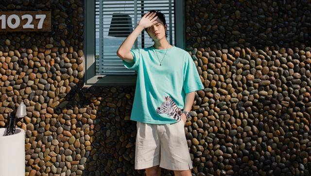 【图】男士短袖t恤如何搭配?男士t恤搭配技巧_名鞋库