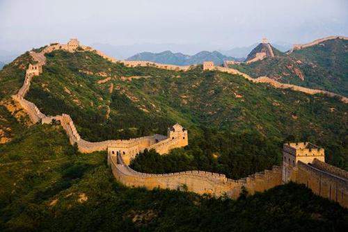 秦始皇为何要修建长城呢?到底值不值得修呢?