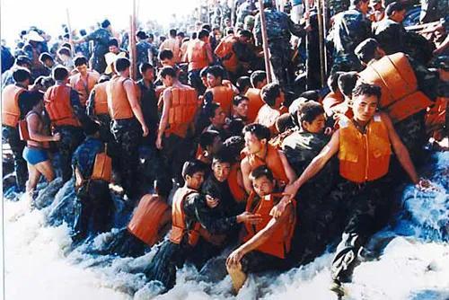 八一建军节 | 彩虹门窗向中国人民解放军致敬