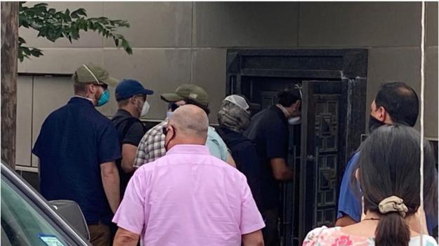 外媒:美国执法人员破门进入中国驻休斯敦总领馆