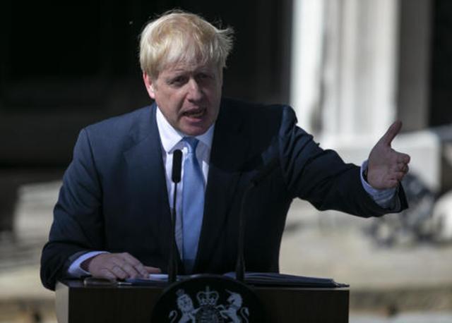 GDP暴跌20.4%!这回美国会为英国撑腰吗?俄:放弃核武器省钱