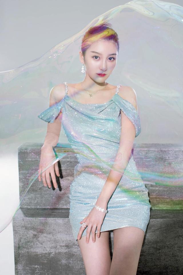 金尤美优雅系写真曝光 大方典雅诠释女神气质