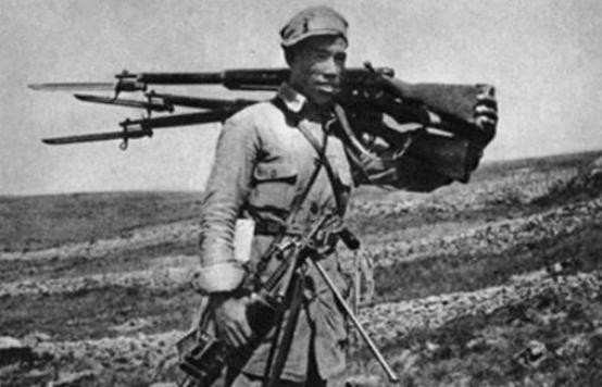 """八路军最强战士:身高1米9的""""再世吕布"""",一人刺死27个鬼子"""