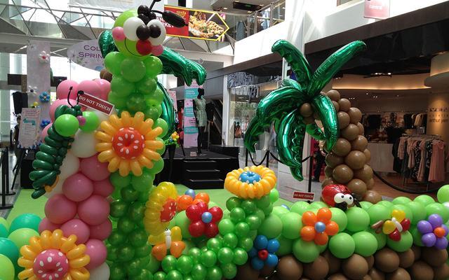 马卡龙色系的生日派对布置气球