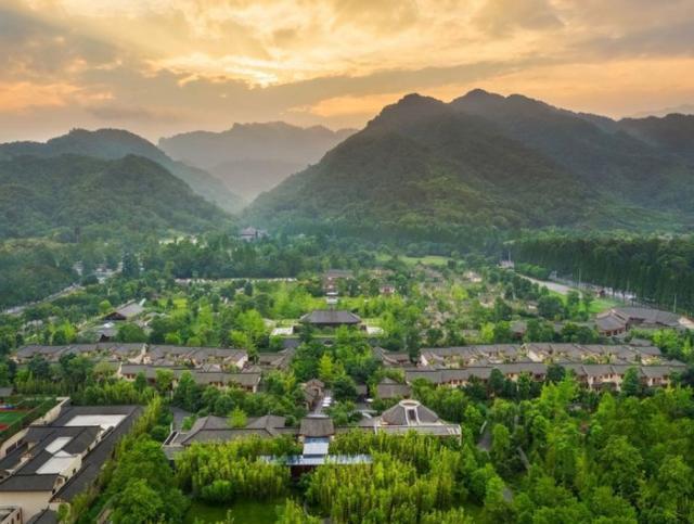 全国仅此一家的六善,青城山的美被它分走一大半!