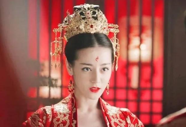 """热巴为何从不接清宫戏?看到她的""""旗头造型"""":第一集就领盒饭"""