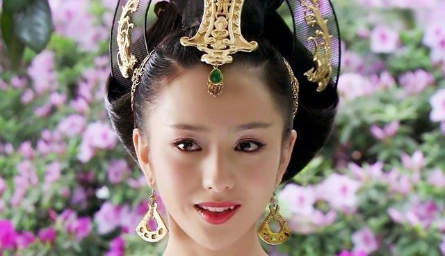 佟丽娅新剧《碧海丹心》剧照曝光!又可以看到穿上旗袍的丫丫了!