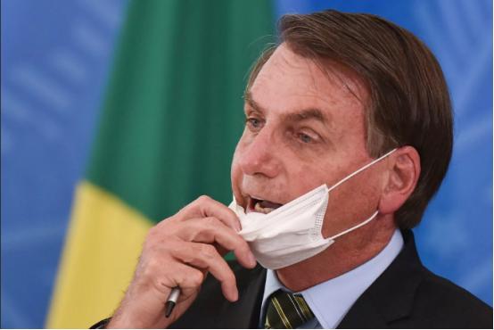 """被控""""危害人类罪""""!巴西总统刚""""转阴""""就被告上了国际刑事法院"""