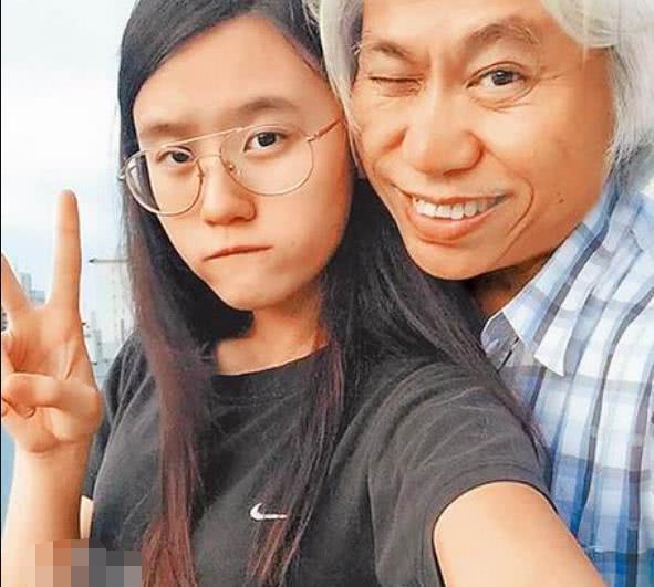 """还记得""""爷孙恋""""走红的17岁少女吗?时隔7年,已经失去纯真笑容"""