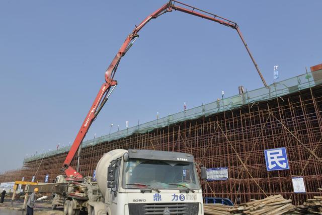 宿迁市上海路(高铁站连接线)改造工程桥梁上部首个现浇箱梁浇筑
