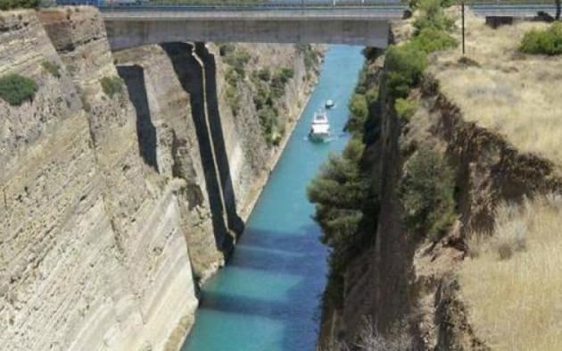 """希腊一条最""""失败""""运河,公元前67年就开始凿,如今只能过小船"""