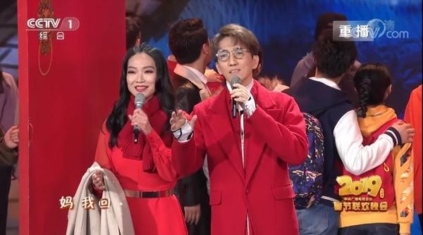 """林志炫被爆和""""干妹妹""""已婚!一家三口罕见亮相,儿子竟已读高中"""