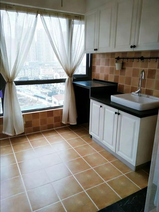 最新家庭阳台装修仿古砖实景图_装修123效果图