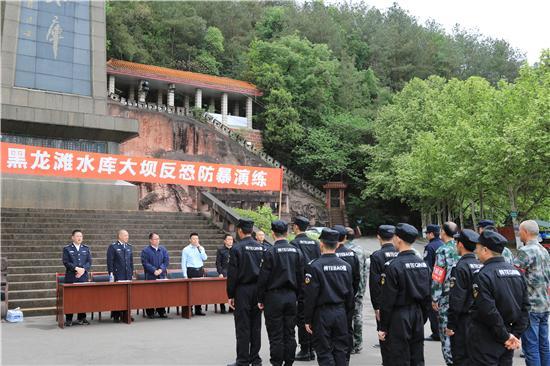 仁寿县开展2019年黑龙滩水库大坝反恐防暴演练