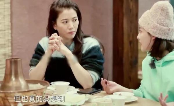 袁咏仪最新时尚大片曝光,48岁还少女感十足,网友:张智霖好福气