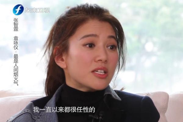 袁咏仪换新发型,直发烫卷发气质出众,48岁美得精致又高级!