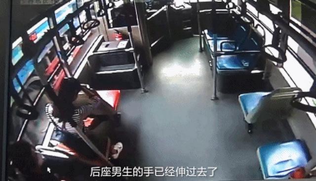 胆大包天 公交车咸猪手狂摸女孩下体 _生活_时尚生活_株洲新闻网
