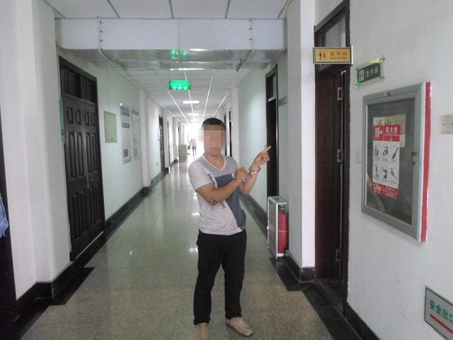 多名女大学生住饭店遭偷拍:4间房3间厕所有摄像头,正对着淋浴