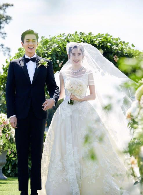 张若昀唐艺昕结婚照