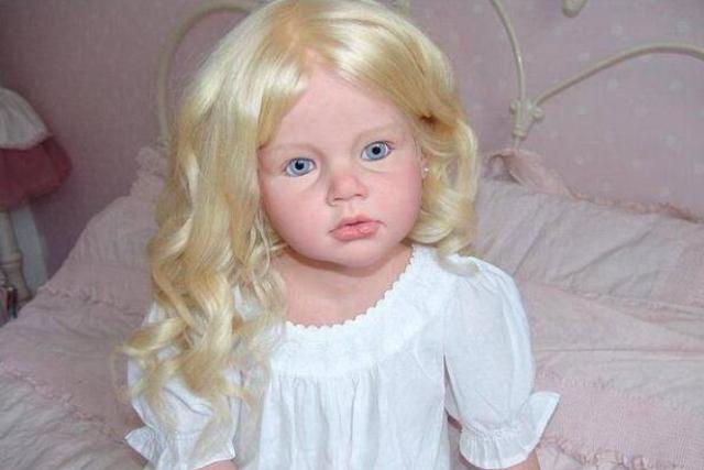 英国一女子制作仿真的婴儿,专卖给想要孩子却没有孩子的家庭