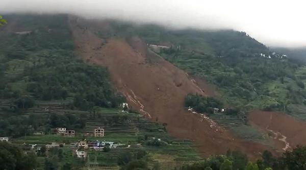 六盘水山体滑坡现场仍在下雨,事发时一公里外村民以为是地震