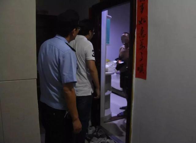 """""""老赖""""为逃避拘留欲撞墙?执行干警用身体做隔档-第12张图片"""