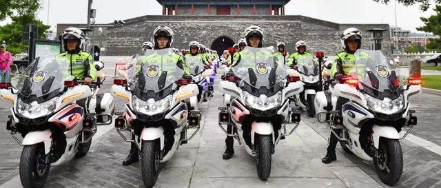 中国交警警车图片