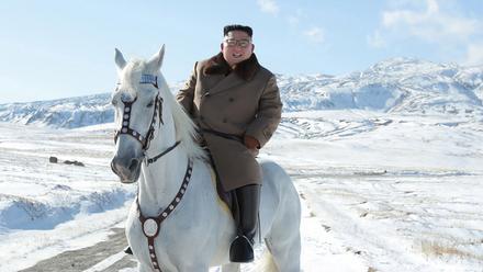发布白头山骑白马照,金正恩又在酝酿大动作?