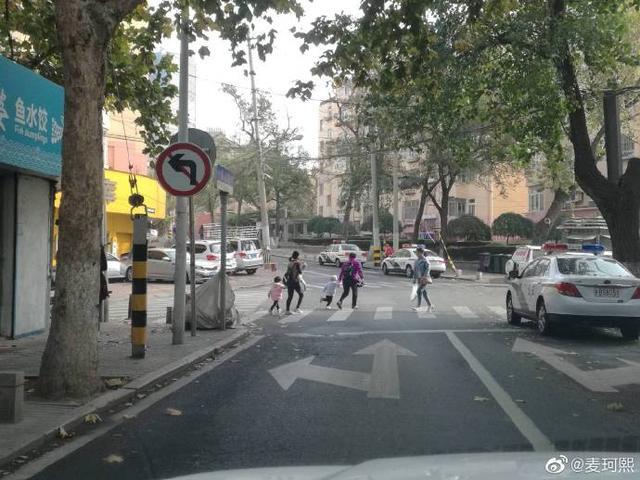 禁止左转_彩龙社区
