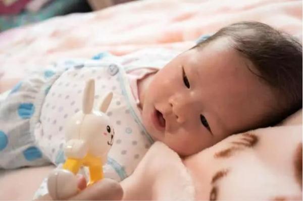 肌张力高婴儿睡姿图片