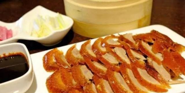 去吃北京烤鸭被问:要炸鸭架还是煲汤?只要回复4个字就行