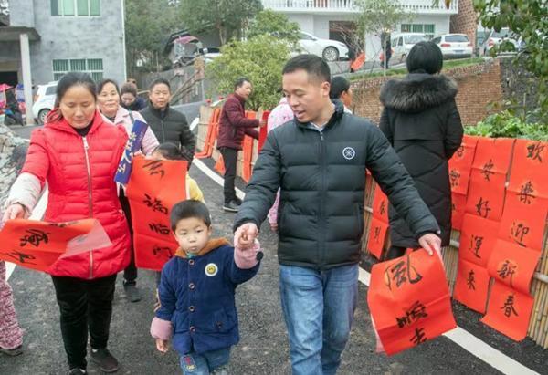 """江西上栗民俗文化扶贫年货节:火了山乡,乐了村民,笑了贫困户,""""泉""""是浓浓年味"""