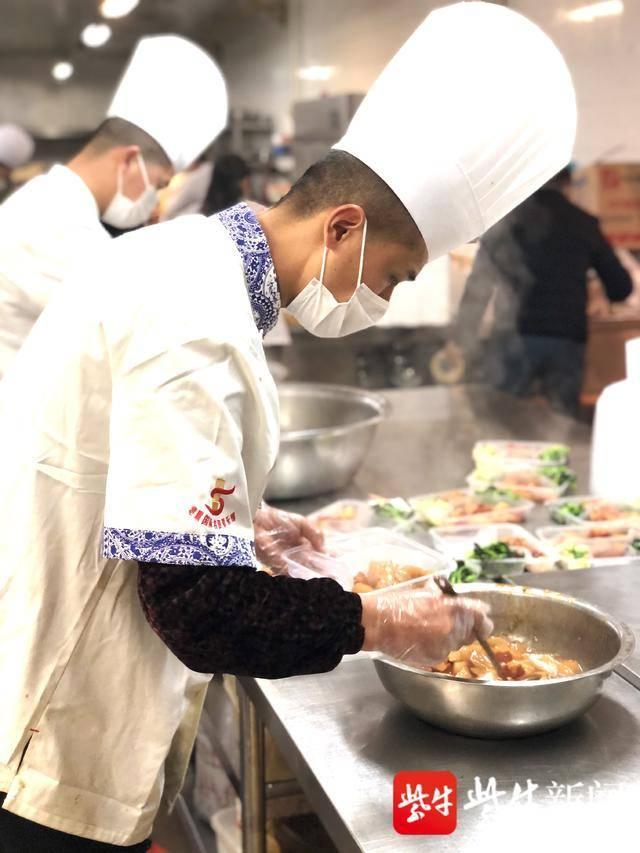 探访常州餐饮业,大饭店做起盒饭生意,想尽办法不裁员,外卖营业额开始爬坡