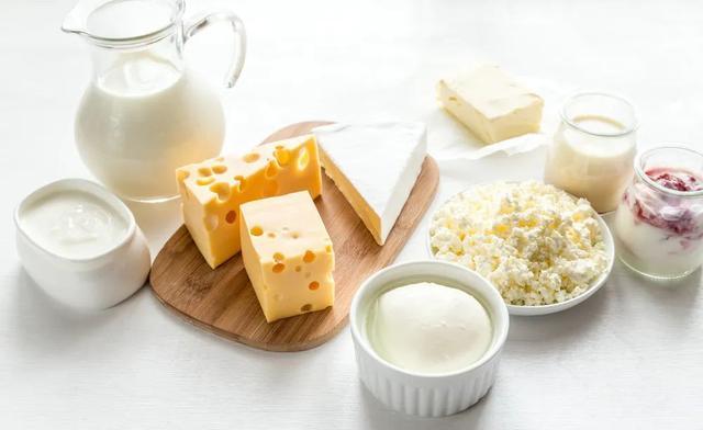 伊利中老年高钙奶粉
