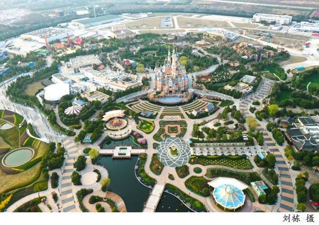花了2000多元,玩一天上海迪士尼乐园。暑假去上海迪士尼?别想了