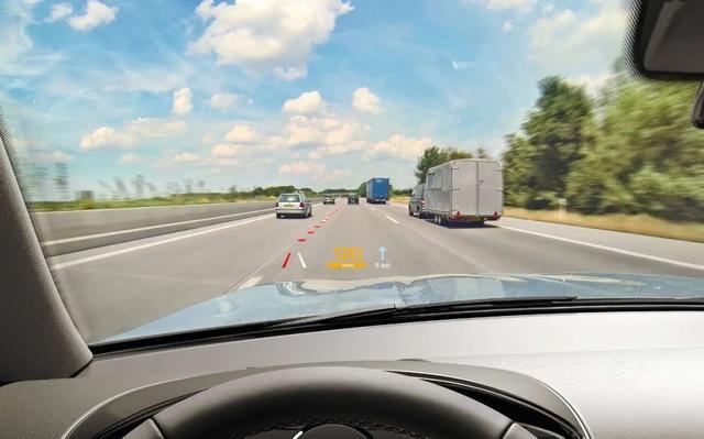 经济影响可达1.9万亿的自动驾驶,距离消费者还差几步