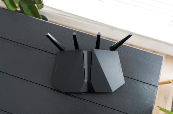 满血的WiFi6电竞路由!华硕RT-AX82U魔鬼鱼疾速体验