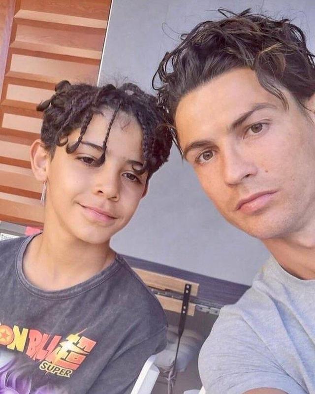C罗又整新发型了:像不像我的兄弟夸德拉多?