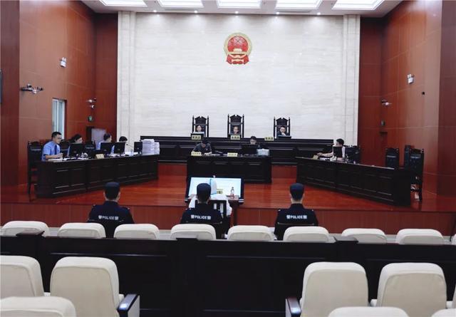 被控受贿2200余万元,颍上原县委书记熊德超涉嫌受贿案一审开庭