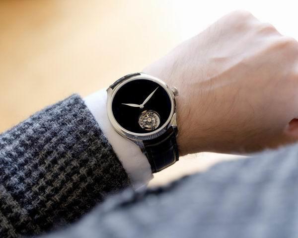 """这些腕表的颜色不仅炫,而且""""戏很多"""""""