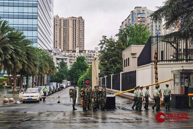记者探访美国驻成都总领事馆:警方设置硬隔离