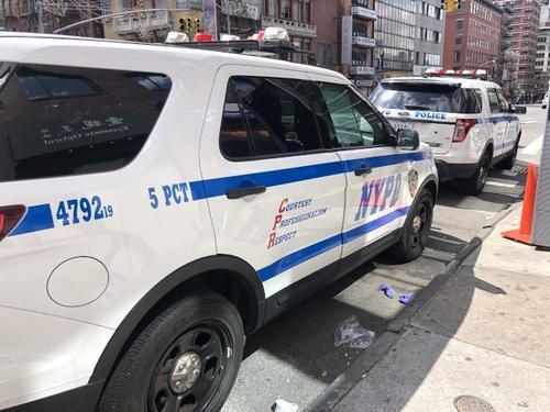 纽约一华裔老人在公交车站遭铁器攻击 警方征集线索